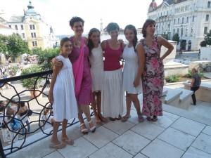 Les jeunes filles ayant participé au chœur d'enfants, et leurs maman-choristes